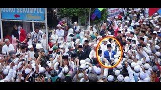 Video Ulama & Umat Sambut Hangat Presiden Jokowi di Haul Abah Guru Sekumpul MP3, 3GP, MP4, WEBM, AVI, FLV Januari 2019