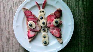 Divertidas rebanadas de pan con frutas que simulan diferentes figuras de animales. Una forma de garantizar que los niños se coman la fruta por la mañana o la noche... hasta con pan integral.