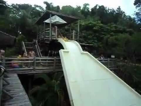 Bruno no Ralf Pipe no Hot Park em Rio Quente Resorts