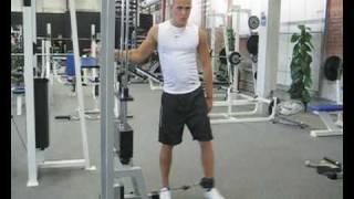 Videoanleitung zur Übung Abduktion an einem Kabelturm. Diese Übung trainiert die Hüftmuskulatur. Weitere Übungen und alles rund um das Thema Fitness auf: http://www.wikifit.de