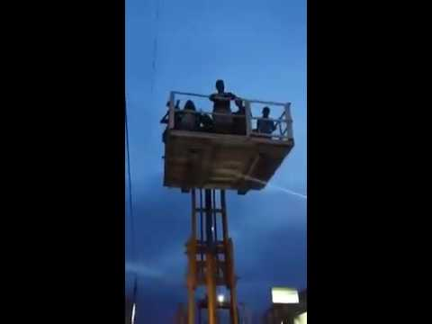 這群男女竟把升降車當成「夜店舞池」大跳特跳,沒想到最後超悲劇收場…