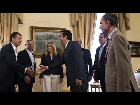 Μηνύματα ενότητας από τους πολιτικούς αρχηγούς στο Προεδρικό Μέγαρο