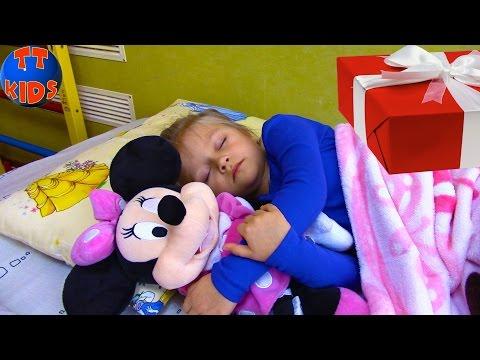 Подарки на День Святого Николая для Ярославы. Minnie Mouse And Gifts from St. Nicholas Tiki Taki (видео)