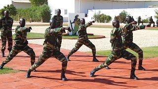Chorégraphie militaire de soldats sénégalais - YouTube