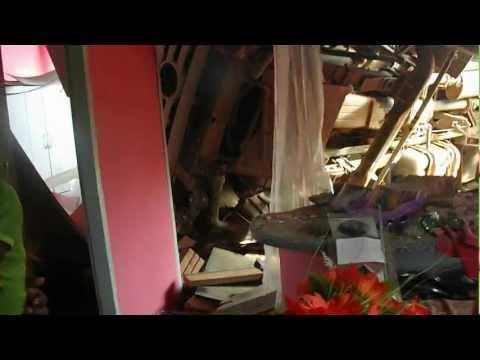 ACIDENTE: CAMINHÃO PERDE A DIREÇÃO E ATINGE CASA EM SÃO FÉLIX DO XINGU-PA