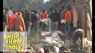Mughalsarai India  City pictures : Building collapses in Mughalsarai, India