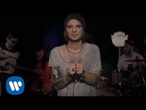 Video - Dobrze, że jesteś lyrics
