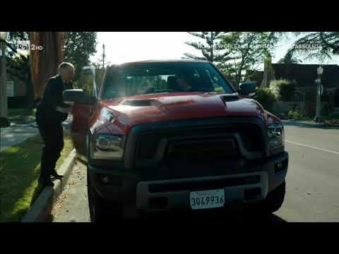 Ncis Los Angeles 9x06 -  Deeks sperona una macchina della polizia