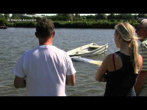 boot - Een man uit Alkmaar kreeg maandagmiddag 26 augustus 2013 de schrik van zijn leven toen hij een stukje met zijn boot wilde gaan varen. In Waarland aan de West...