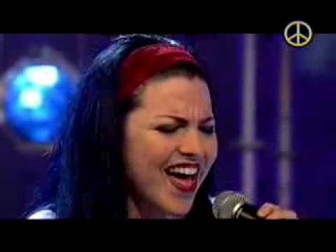 "Amy Lee And Ben Moody Performs ""Going Under"""