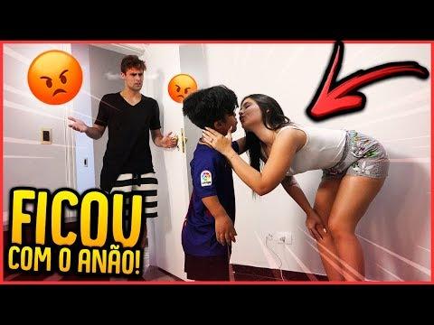 ELA BEIJOU O ANÃO!! - TROLLANDO REZENDE [ REZENDE EVIL ]