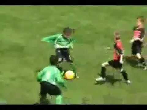 Madin si Anak Kecil Calon Bintang Sepak Bola Masa Depan
