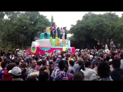 SIXS - Nadia y 6 mas de sus companeros de tv azteca festejo en six flags mexico los 20 años de tv azteca, nadia tambien cumple 11 años de haber iniciado con la acad...