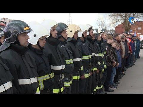 На площадке у драмтеатра отметили 369-ю годовщину Пожарной охраны России