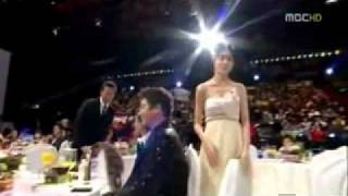 Video Kim Nam Gil and Lee Yo Won (2009 MBC Best Couple Award) eng sub MP3, 3GP, MP4, WEBM, AVI, FLV Juli 2018