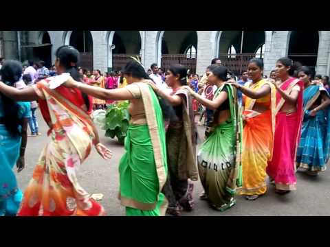 Video Adivasi karma dance from Mumbai metro 25 September 2017 download in MP3, 3GP, MP4, WEBM, AVI, FLV January 2017