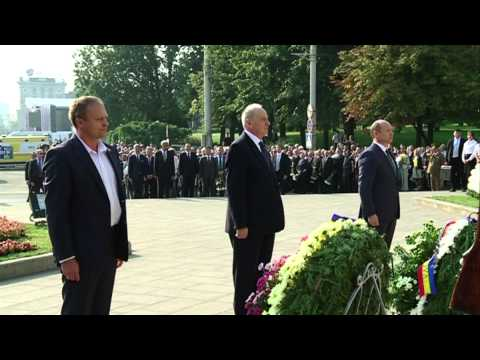 Moldovan president lays flowers at Stefan cel Mare monument