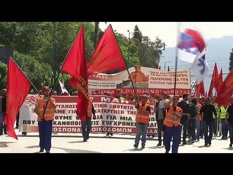 Μαζικές οι πορείες στην Αθήνα για την Εργατική Πρωτομαγιά