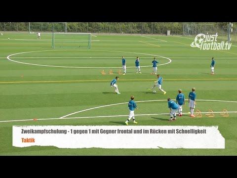 Fussballtraining: 1 gegen 1 mit Gegner frontal und Schnelligkeit - Zweikampfschulung - Taktik