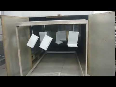 pintura al horno - Aquí se hornean y curan las piezas cubiertas con la pintura electrostática.