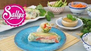 http://www.sallys-blog.deHeute bereite ich Sommerrollen zu. Das ist in Reisblatt gewickeltes Gemüse, welches vorher in Stifte geschnitten wird. Nach Belieben können Hähnchenbrust, Shrimps und andere Zutaten und Kräuter mit eingerollt werden. Die Sommerrollen dippe ich in meine selbstgemachte Erdnusssoße. MEINE PRODUKTE: http://www.sallys-shop.deMeine Küchenmaschinen Top Angebote Kitchenaid & Kenwood: https://sallys-shop.de/kuechenmaschinen.html Sallys BACKBUCH: https://sallys-shop.de/buecher/sallys-classics-klassische-und-moderne-kuchen-und-torten.htmlSallys KOCHBUCH:https://sallys-shop.de/buecher/sallys-kochbuch-rezepte-fuer-kinder-1269.htmlSanapart: https://sallys-shop.de/san-apart-zum-sahnesteifen.htmlVanilleextrakt:https://sallys-shop.de/natuerliches-vanille-konzentrat-mit-samen-530.htmloriginal Sally Produkte:https://sallys-shop.de/sallys.htmlZitruspresse: https://sallys-shop.de/zitronenpresse.htmlMeine Sets: https://sallys-shop.de/sets.htmlMeine Silikonhelfer: https://sallys-shop.de/sonstige-werkzeuge.html?cat=69__Mein Name ist Sally. Ich bin 28 Jahre alt und von Beruf Lehrerin. In meiner Freizeit liebe ich es zu kochen und zu backen. Ich drehe Koch- und Backvideos und gebe nützliche Tipps für den Haushalt. Mindestens jeden Mittwoch, Freitag und Sonntag dürft ihr euch über ein neues Video von mir freuen! Auch Do it Yourself Videos, Sally On Tour und weitere Videos findet ihr bei mir.Homepage: http://www.sallyswelt.deShop: http://www.sallys-shop.deFacebook: http://www.facebook.com/sallystortenweltInstagram: http://instagram.com/sallystortenweltBlog: http://www.sallys-blog.deKontakt: info@sallystortenwelt.deSallys Shop GmbH & Co. KGLindenhofplatz 1178727 Oberndorf am Neckar Deutschland