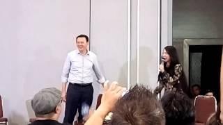 Video Begini Reaksi Ahok Saat Dewi Persik Minta Peluk MP3, 3GP, MP4, WEBM, AVI, FLV Maret 2018