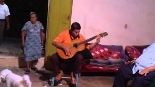 cruz de olvido canta Victor Araujo