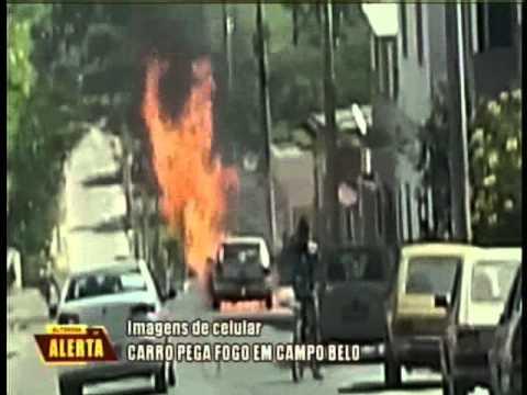 Carro pega fogo em Campo Belo
