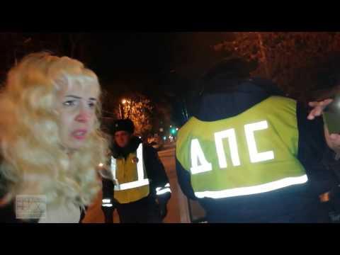 Инспекторы задержали водителя, справлявшего нужду на обочине