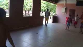 Jugar a futbol en el Orfanato