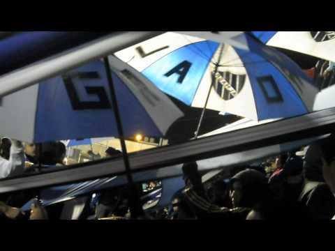 Hinchada de Almagro  Vs Armenio  |  Somos 3 De Febrero - La Banda Tricolor - Almagro
