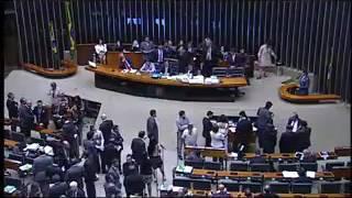 Deputado faz Rodrigo Maia sair de fininho