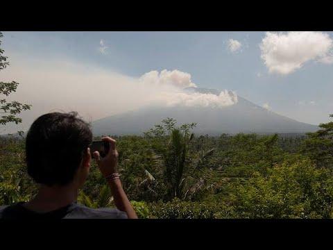 العرب اليوم - شاهد: مخاوف من ثوران بركان في جزيرة بالي الإندونيسية