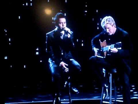 "David Archuleta singing  ""Contigo La Distancia""  at the ALMA Awards 2009 WITH TRANSLATION !"