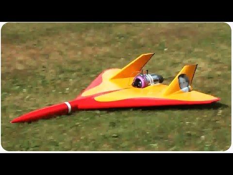 Esto es lo que pasa cuando le metes un motor de jet en un avión tele-dirigido