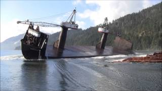 Looks Like An Accident, But This Is How They Unload Timber In Canada
