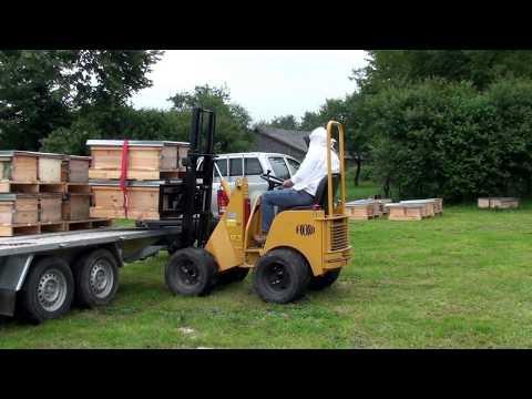 apikultura - Film nakręćiłem latem 2010 roku, miejscowość Zaburze na Roztoczu Na filmie jedna grupa , z tyśiąca przewożonych odkładów.