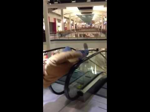 Snurrande på rulltrappan går inte riktigt som tänkt