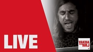 John Martin visited VAKNA MED NRJ and treated us to an acoustic version of his hit single