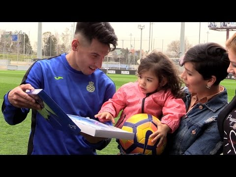 Watch video FC Barcelona: Som el que fem, som el que mengem