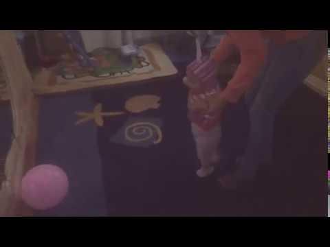 Як навчити  малюка ходити. Частина 1