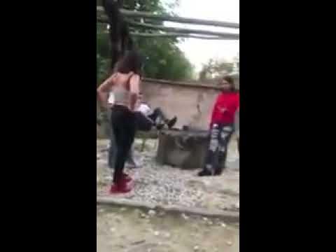 #LadyHumilladora: Joven obliga a otra a pedirle perdón de rodillas