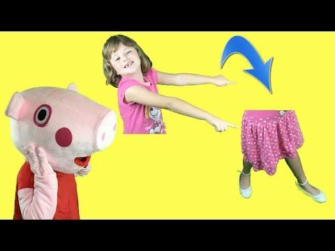 Peppa pig y las 2 ratitas juegan al escondite con la manta mágica. Videos de la cerdita en español