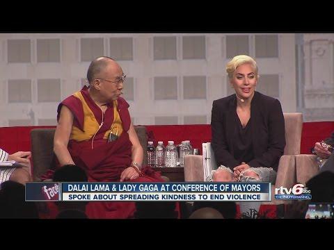 Lady Gaga y Dalai Lama, juntos