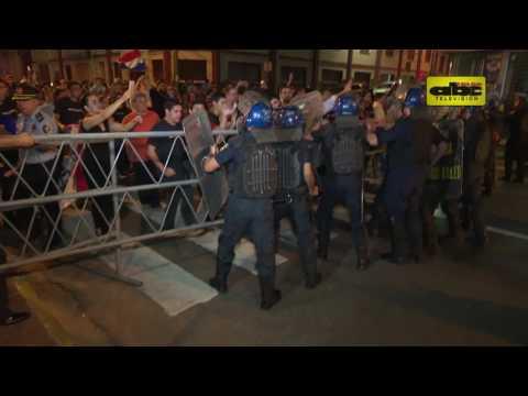 Represión durante protesta contra la reelección vía enmienda