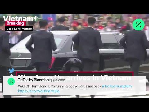 Đội Vệ Sĩ Chạy Theo Bảo Vệ Xe Của Chủ Tịch Triều Tiên Kim Jong-un - Thời lượng: 31 giây.