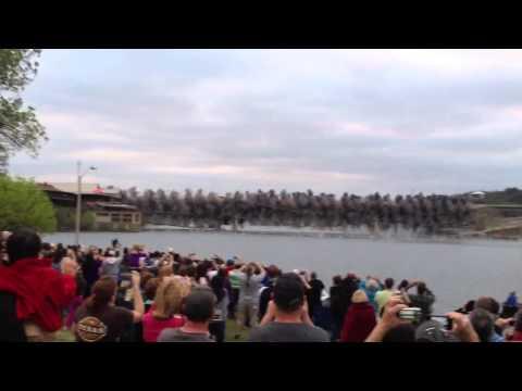 爆破舊橋震撼鏡頭,從0:18開始看~