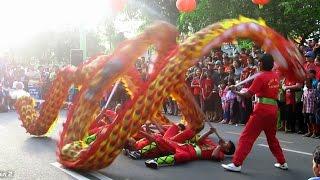 Nonton Atraksi Naga Liong Barongsai   Seru Lihat Lebih Dekat  Chinese Dragon Dance  At Car Free Day Jogja Film Subtitle Indonesia Streaming Movie Download