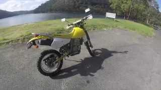 1. Suzuki DRZ 250 || Walk Around || Exhaust || Fly By