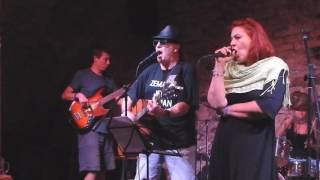 Video Slipy band hrají Johnny B. Goode U Svobodných Zednářů